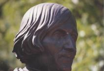 gogol-bust