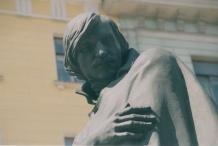 gogol-statue-upper-half